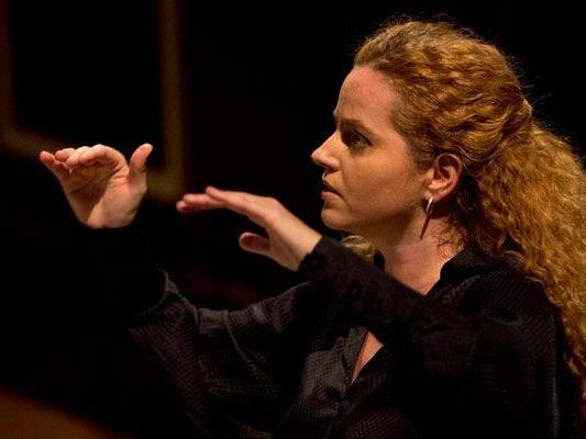 Speranza Scappucci dirigiert am Wiener Opernball.