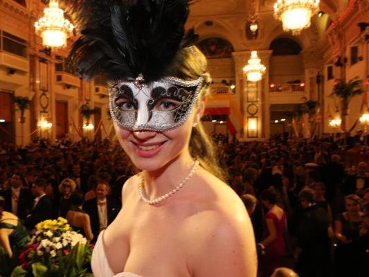 """Eva Maria Hubner hatte die """"Schönste Maske von Wien""""."""