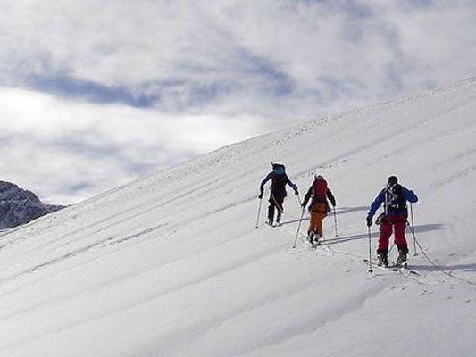 Unfall bei Ski-Tour: 55-jährige Wienerin auf eisigem Hang am Göller abgerutscht