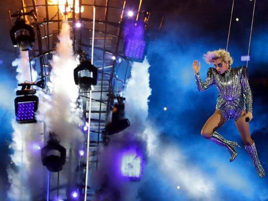 Dieses Jahr sorgte Lady Gaga für eine spektakuläre Super Bowl Halbzeit-Show.