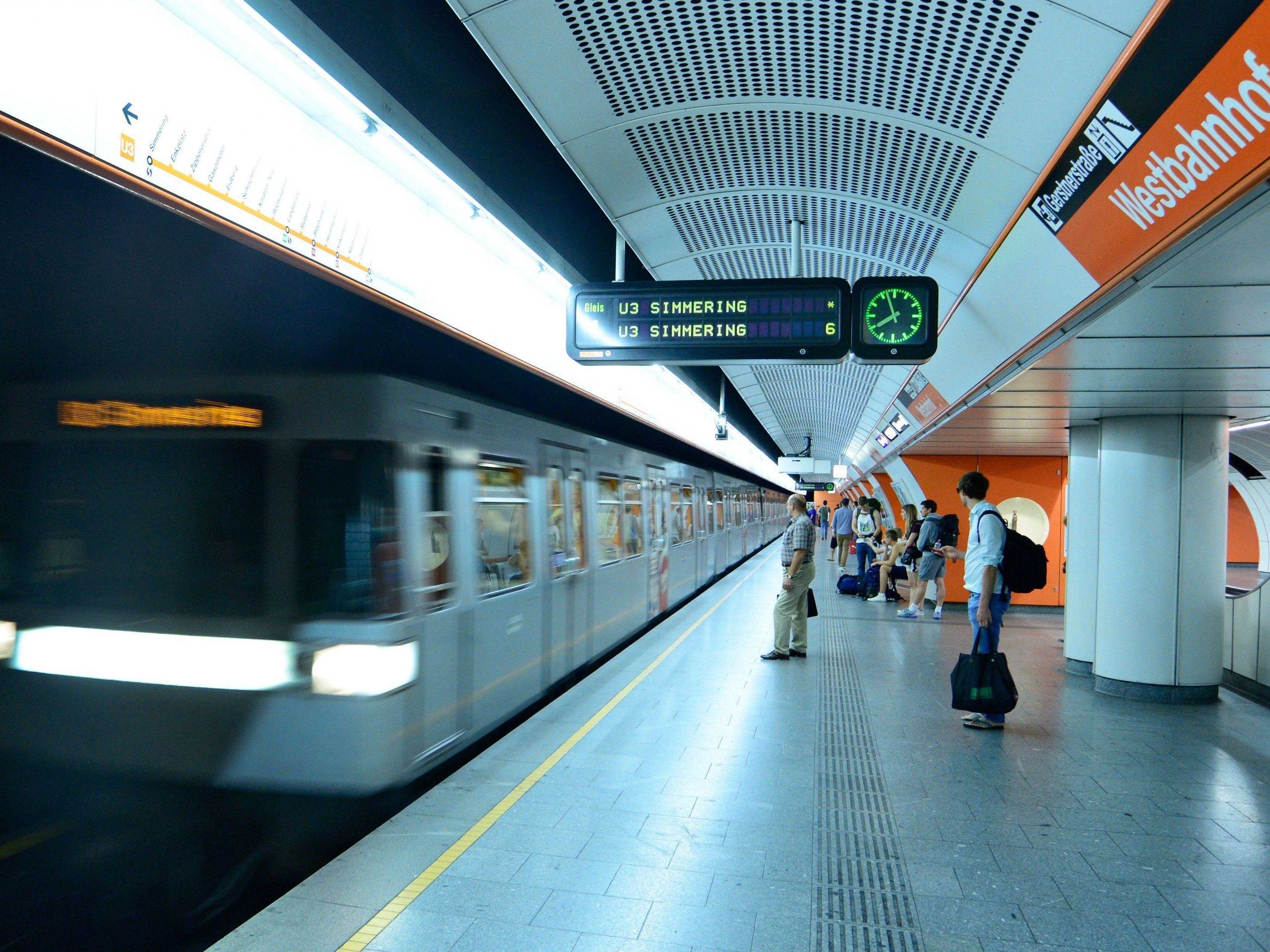 Die Burschen stiegen am Westbahnhof in die U3 - dann kam es zu dem Zwischenfall