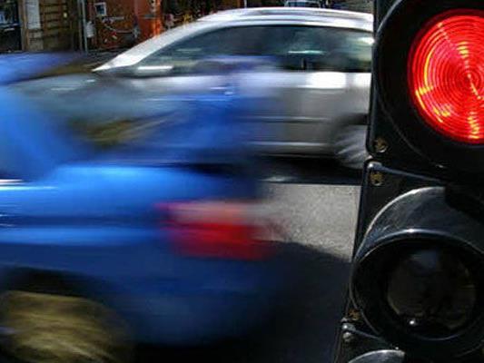 Zwei Verkehrsunfälle am Montag in Wien.