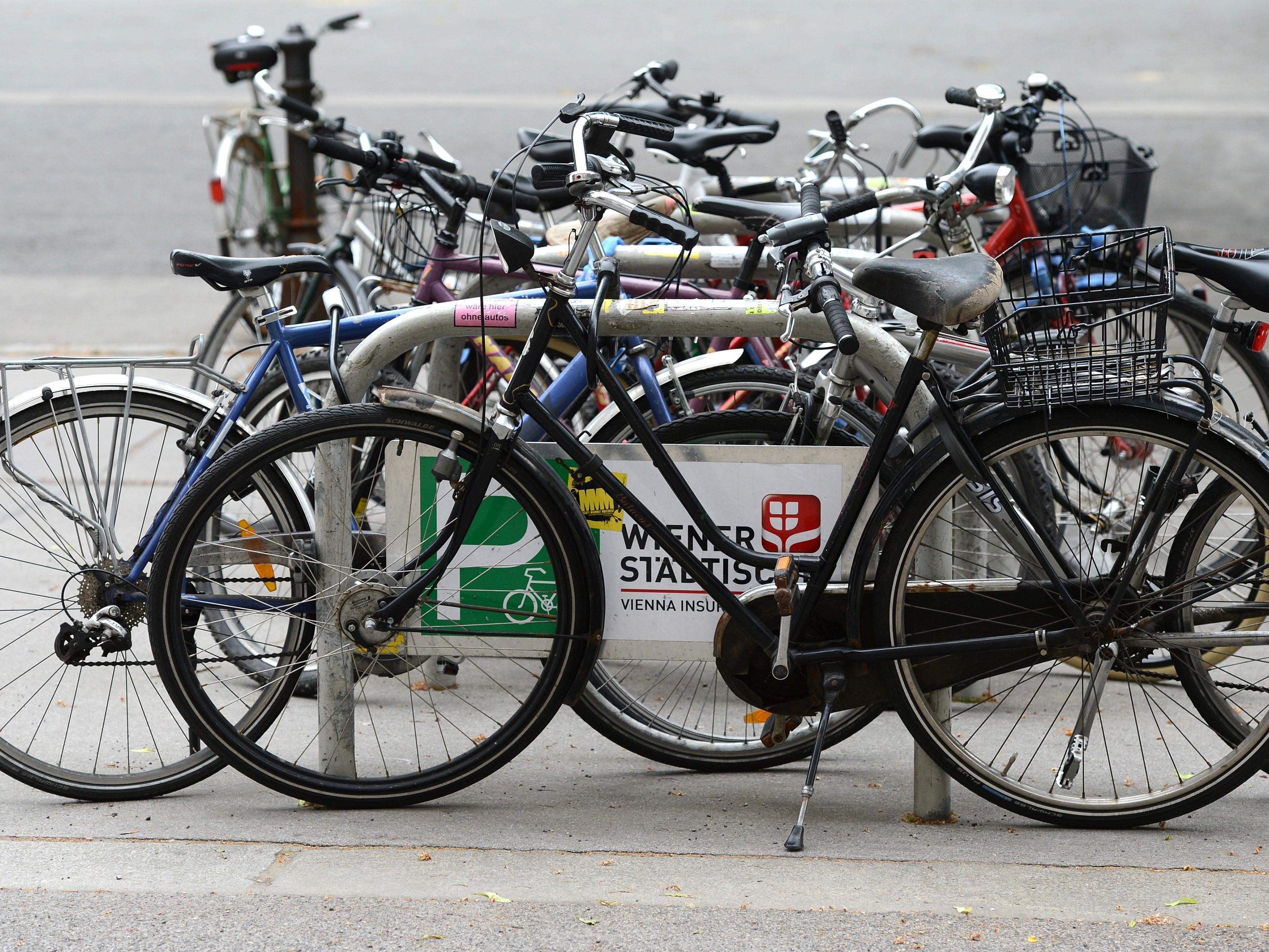 Mit dem Frühling drängen die Fahrräder wieder ins Stadtbild.