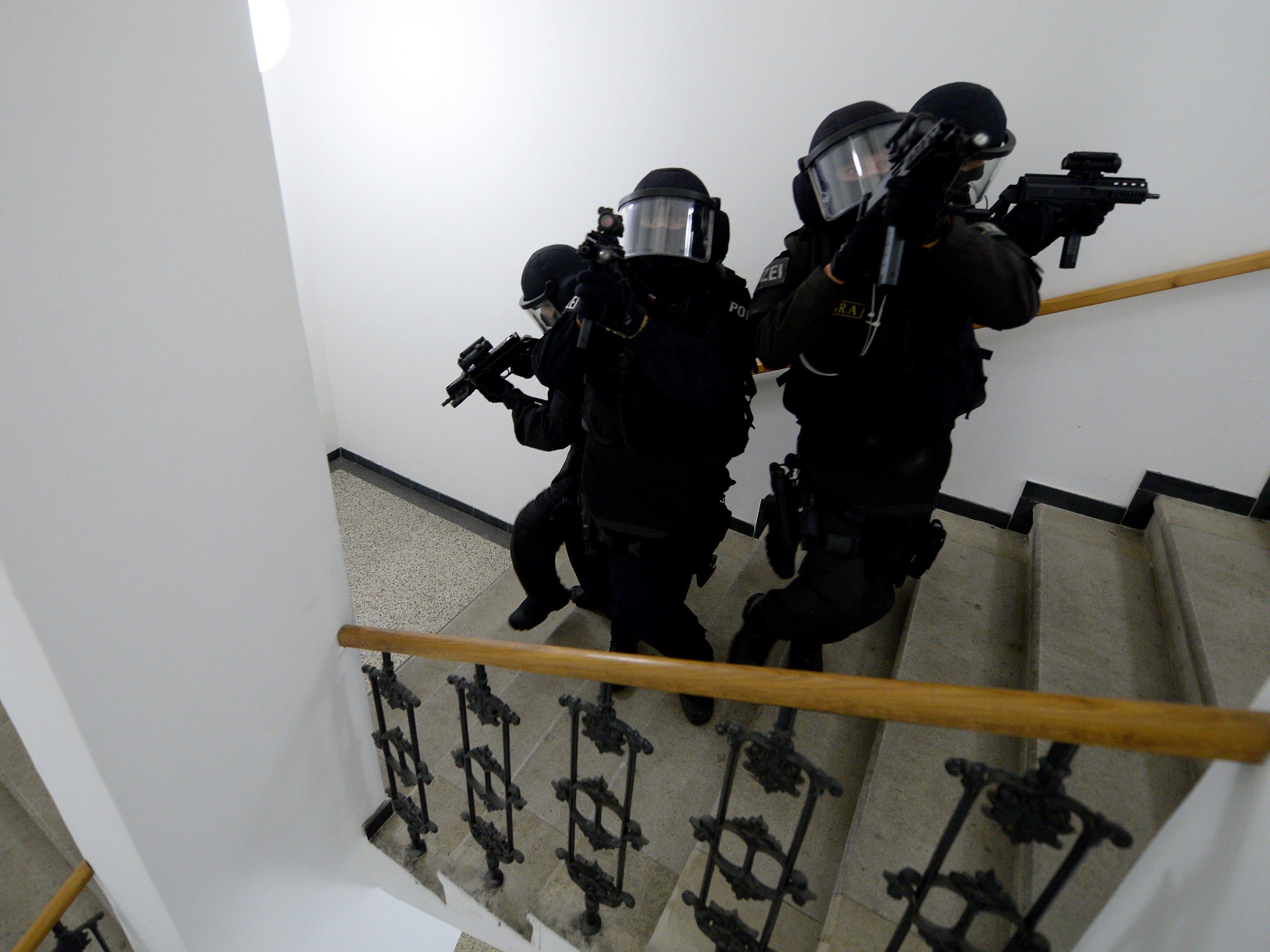 Fünf Terrorverdächtige in St. Pölten verhaftet.