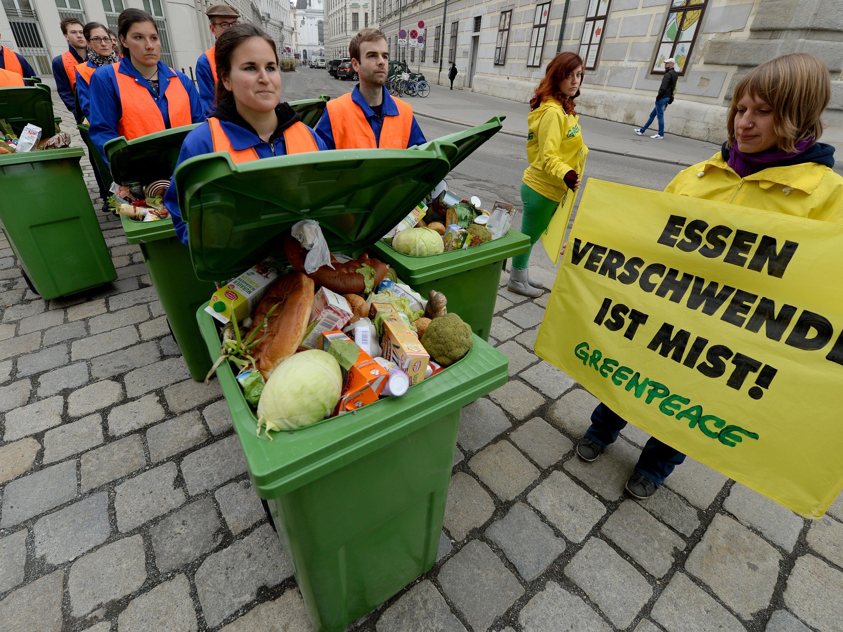 Greenpeace testet aktuell Eier, Käse, Salami, Kuchen, Tofu, Joghurt und Soja-Joghurt.