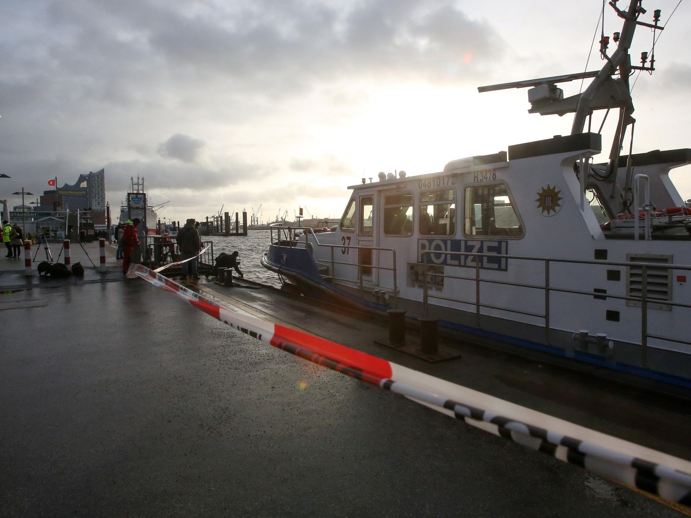 Mitte Jänner suchten Polizeitaucher im Hamburger Hafen nach dem Vermissten.