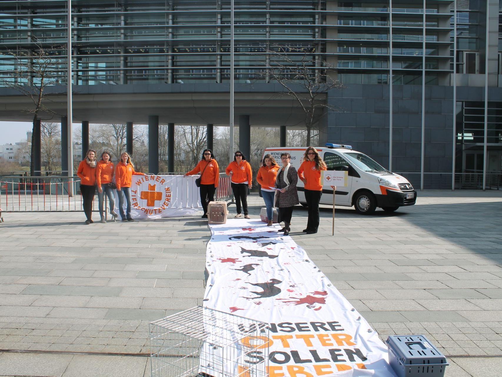 Beim Protest gegen die Tötung bedrohter Fischotter