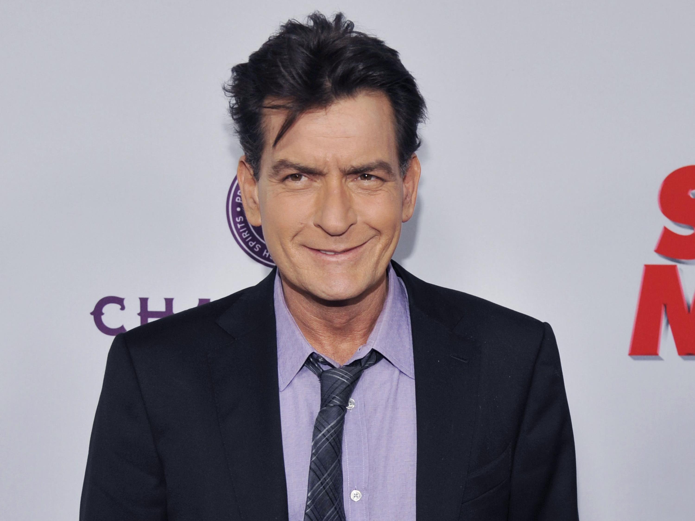 Am 17. November 2015 outete sich Charlie Sheen als HIV-positiv.