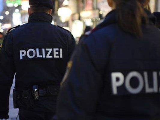 Polizisten beobachteten Verdächtige bei Flucht mit Taxi