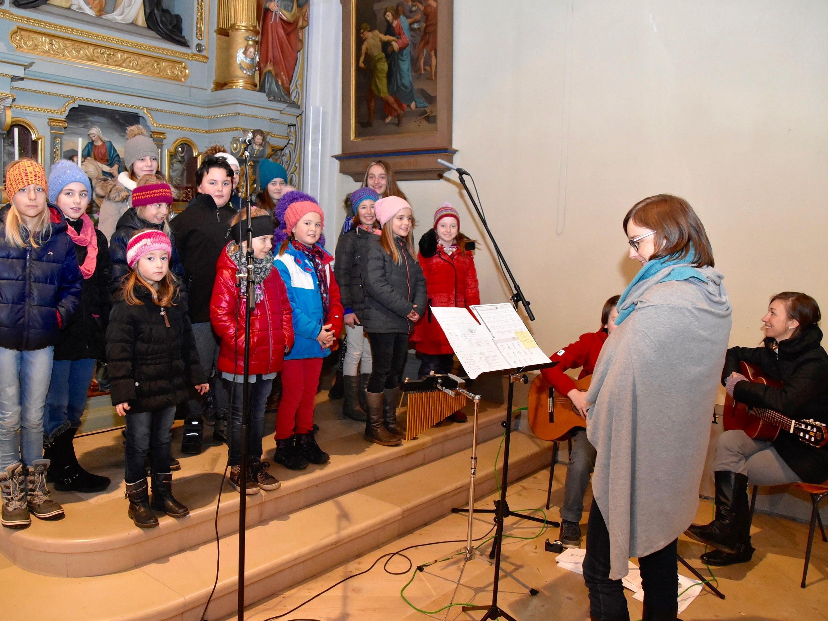 Der Schrunser Kinderchor wird den Pfarrgottesdienst in seiner Heimatgemeinde mitgestalten.