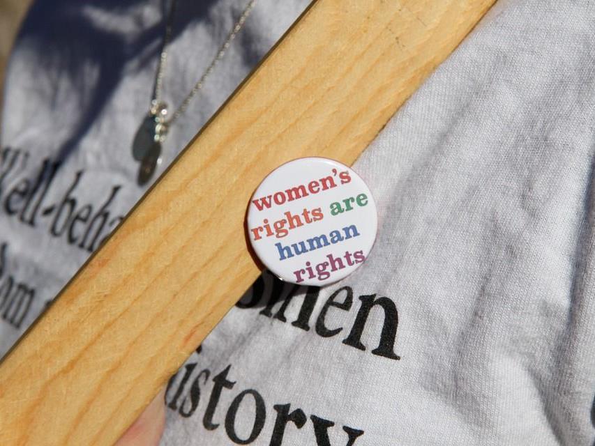 Man muss kein Feminist sein, um die Rechte der Frauen hochzuhalten.