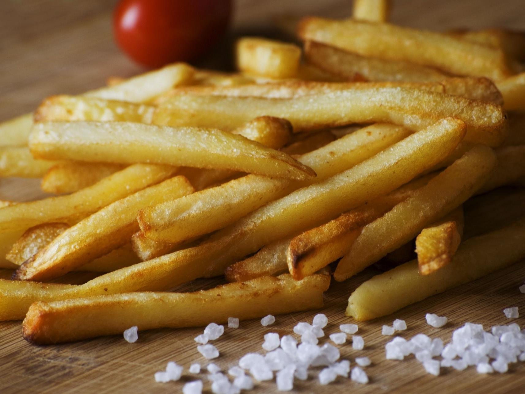 Tatsächlich kann man mit Pommes Frites den Tagesbedarf an Vitamin C decken.