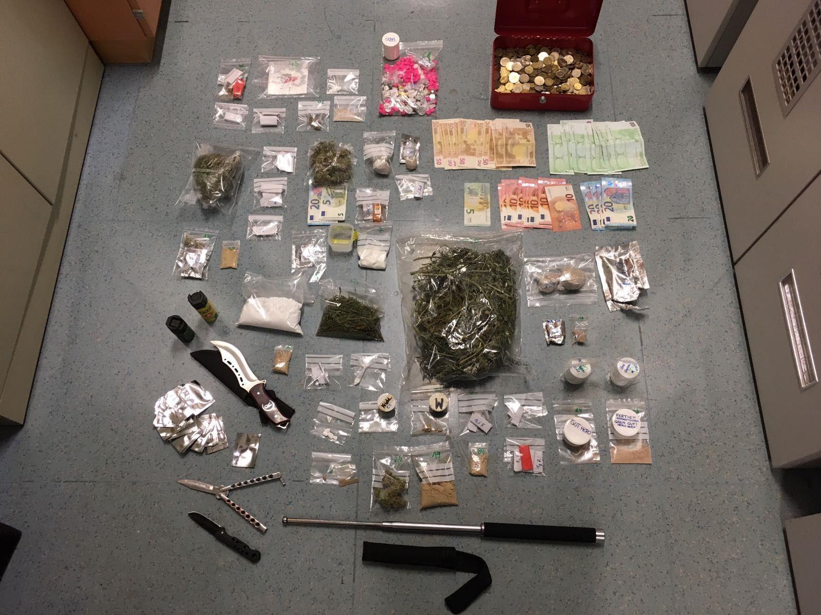 Drogen aller Art wurden in der Wohnung in Penzing gefunden.