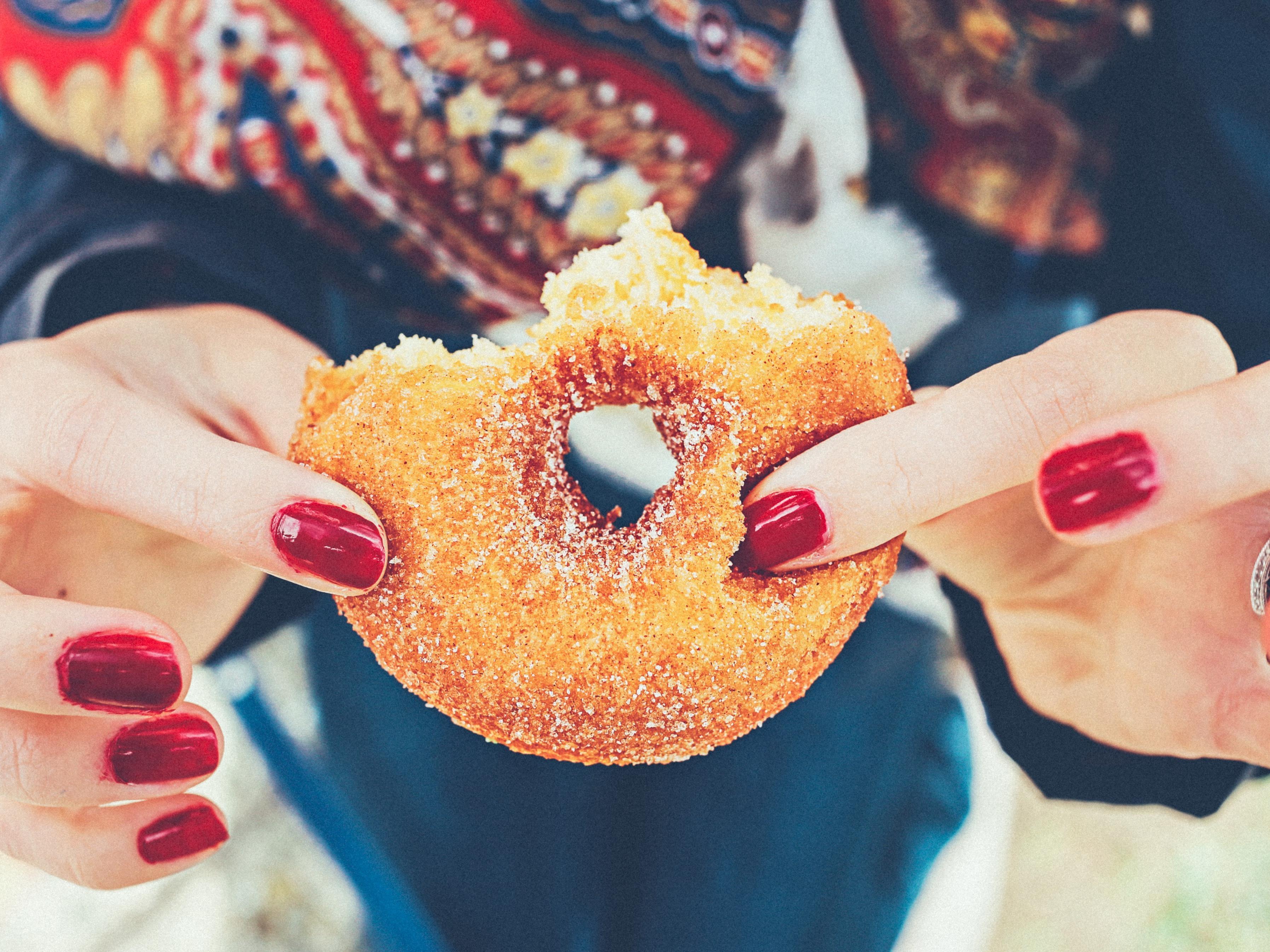 Nicht nur in Süßspeisen, auch in vielen anderen Lebensmitteln, ist Zucker enthalten.