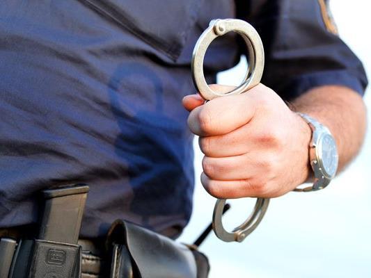 Bei der Festnahme wurden die mutmaßlichen Täter handgreiflich.