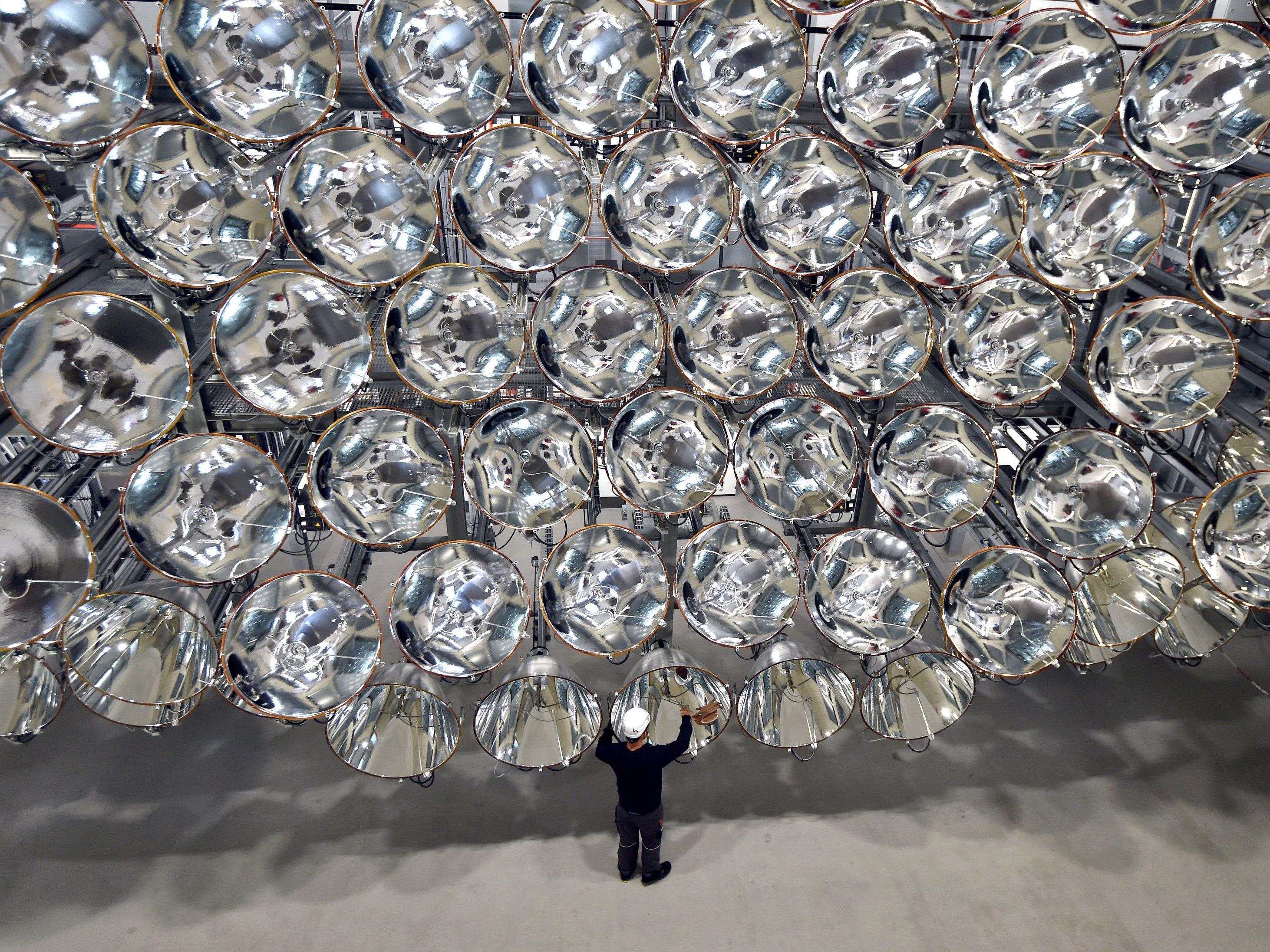 Für die Entwicklung von Techniken zur Treibstoff-Produktion mit Sonnenlicht haben Wissenschafter in Jülich bei Aachen eine große künstliche Sonne gebaut.