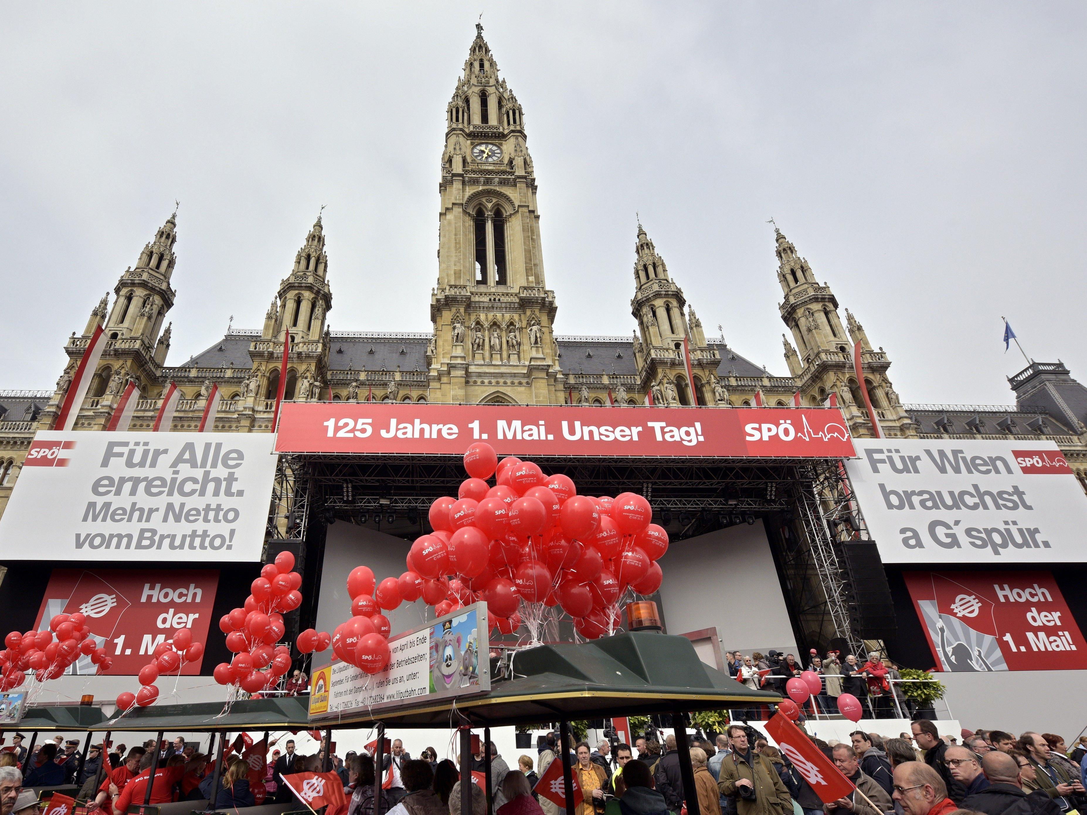 Alle Jahre wieder: Parteigenossen beim traditionellen Maiaufmarsch der SPÖ Wien am Tag der Arbeit