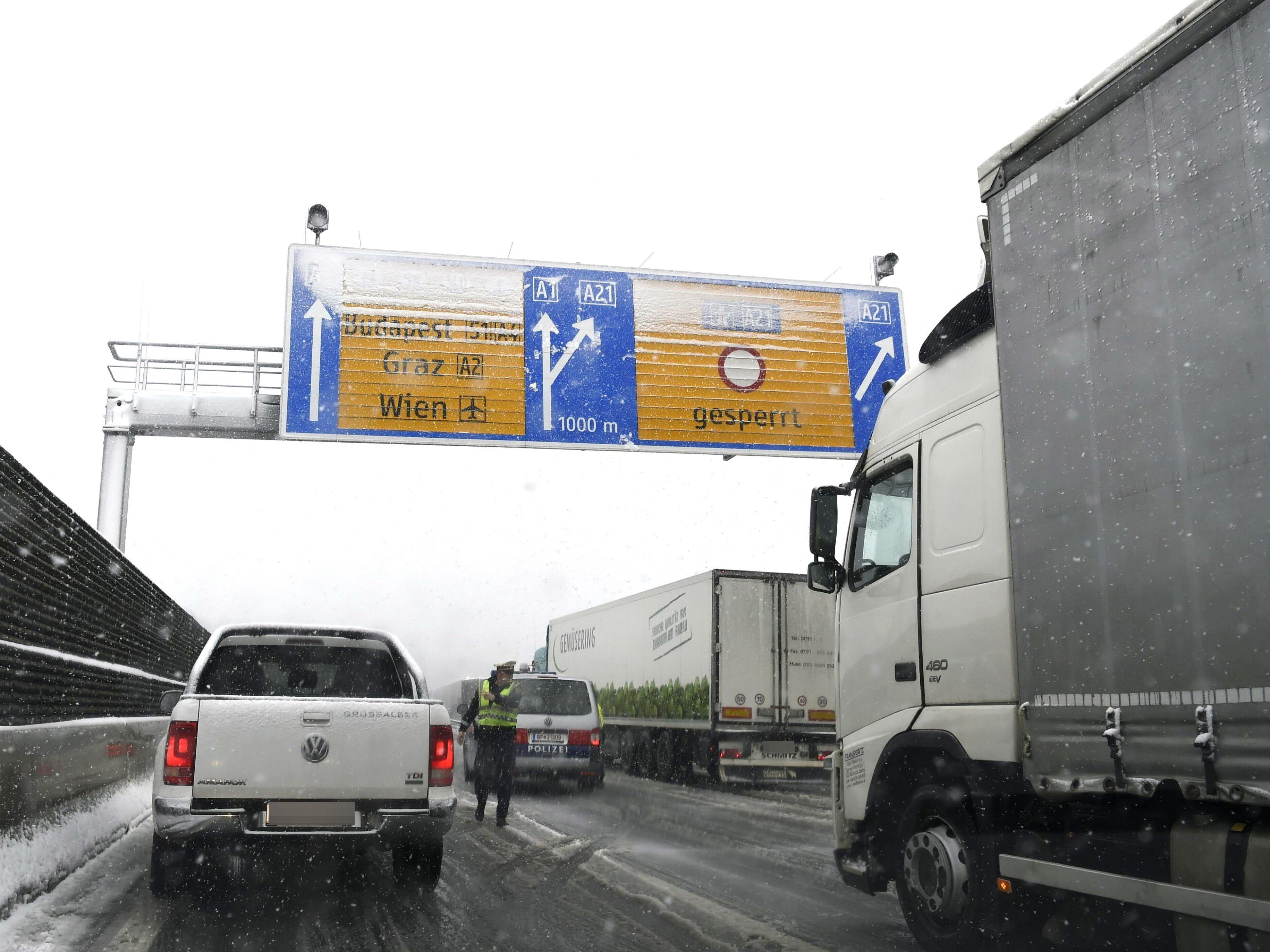 Auf der A1 und A21 kam es am Mittwoch zu Autobahnsperren.