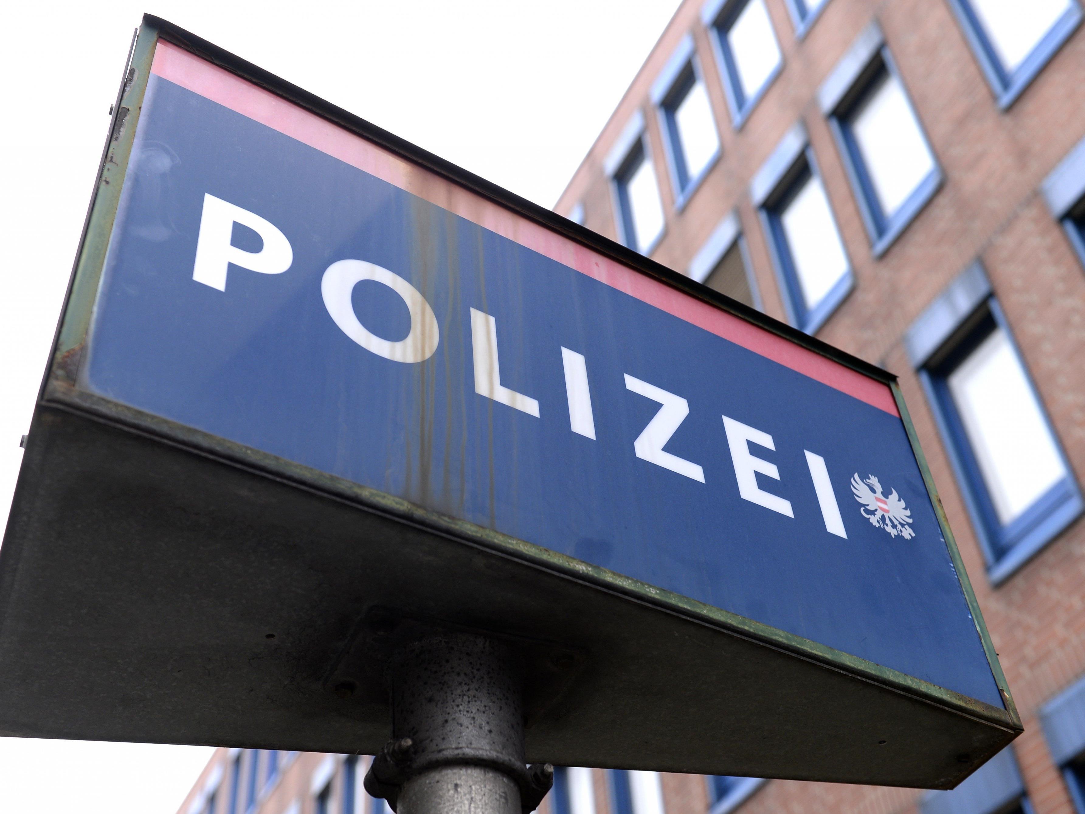 In Innsbruck wurde der 64-jährige Wiener von zwei Unbekannten ausgeraubt.