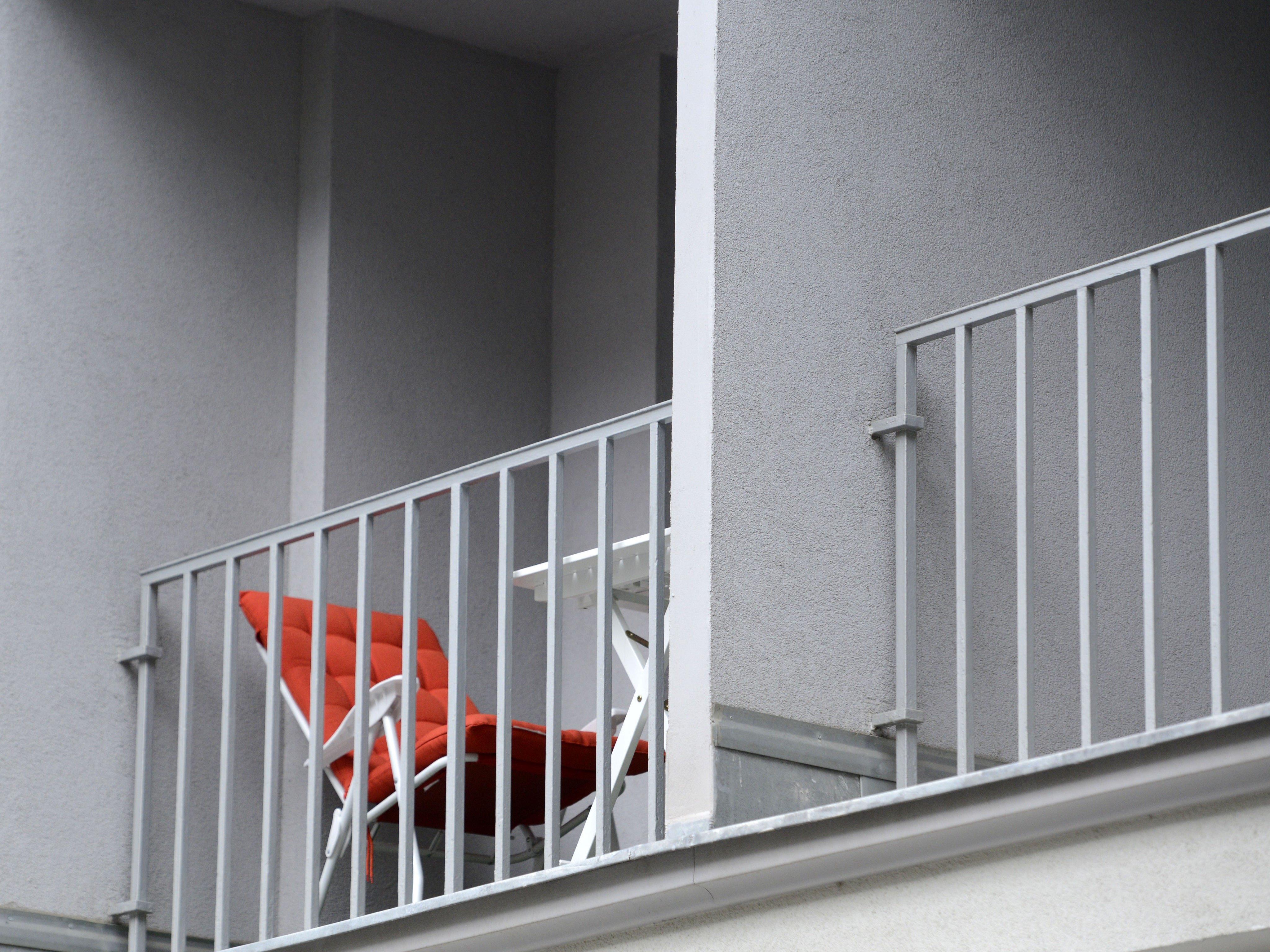 Das Kleinkind sperrte die Mutter in Wiener Neustadt auf dem Balkon aus.