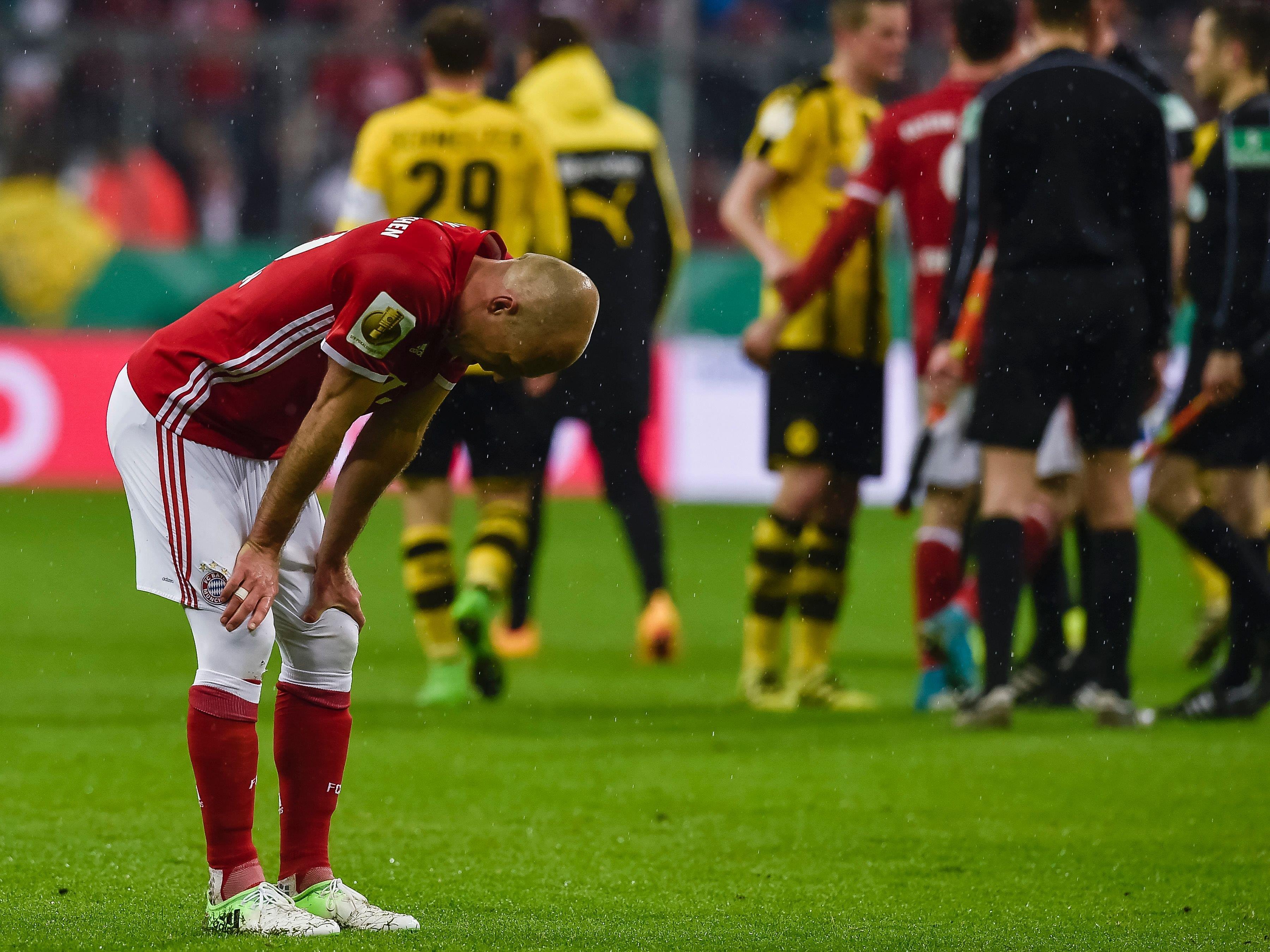 Arjen Robben ist die Enttäuschung nach dem Pokal-Aus gegen Dortmund anzusehen.