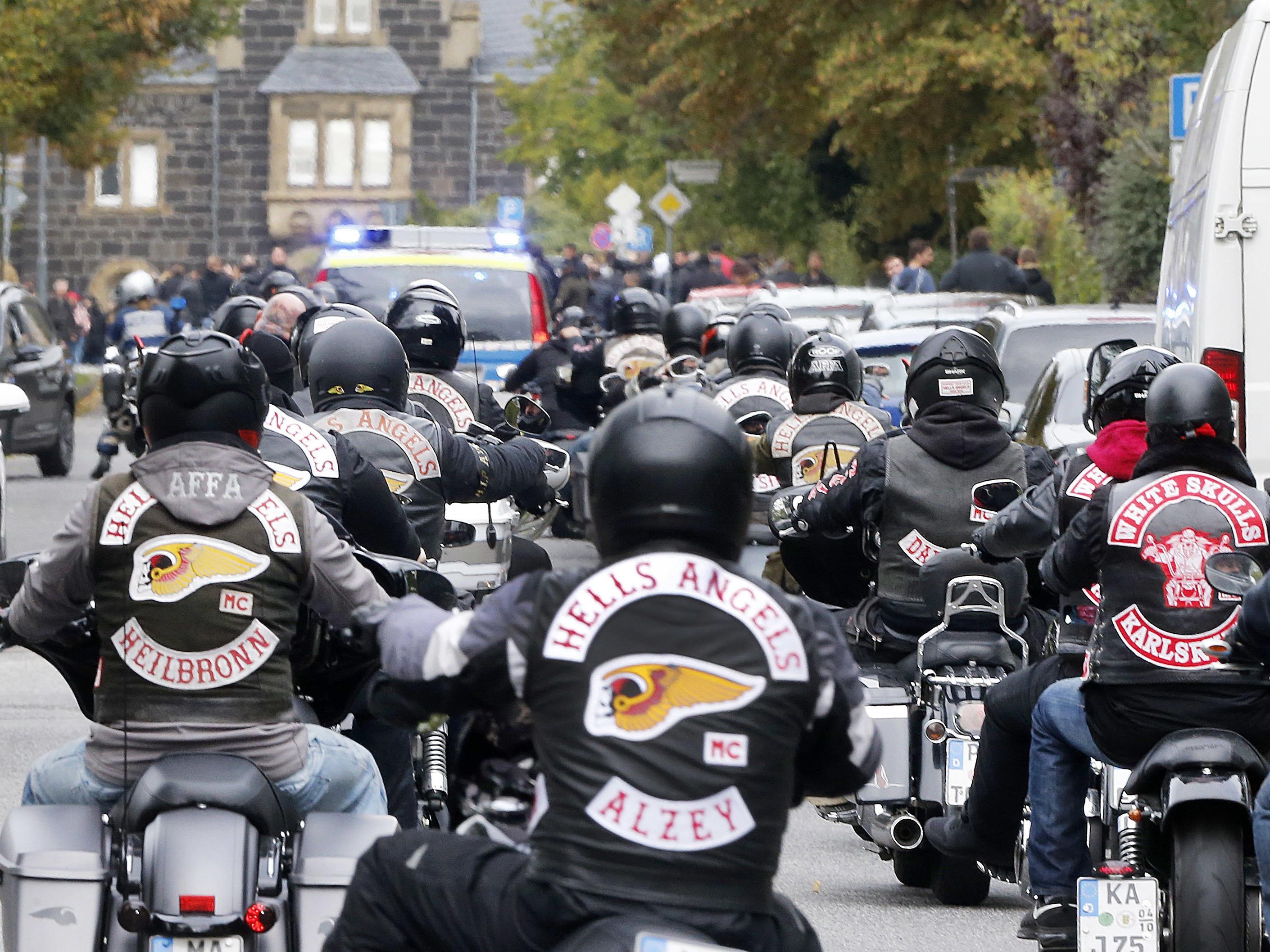 Die Rockergruppen klagen gegen das Kuttenverbot-Gesetz.