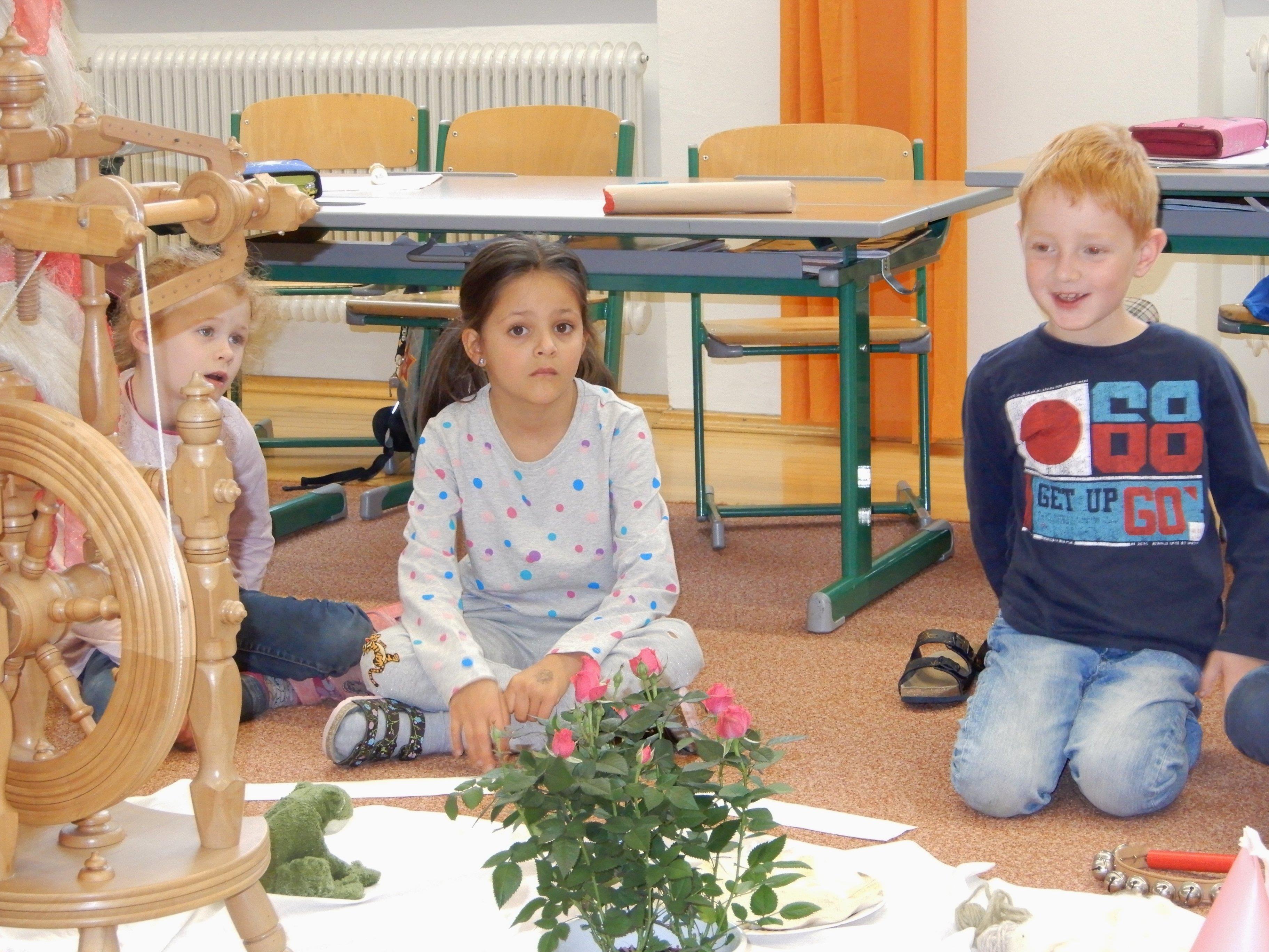 Bei den verschiedenen Märchenstunden konnten die Schüler den Geschichten zuhören und auch aktiv mitmachen.