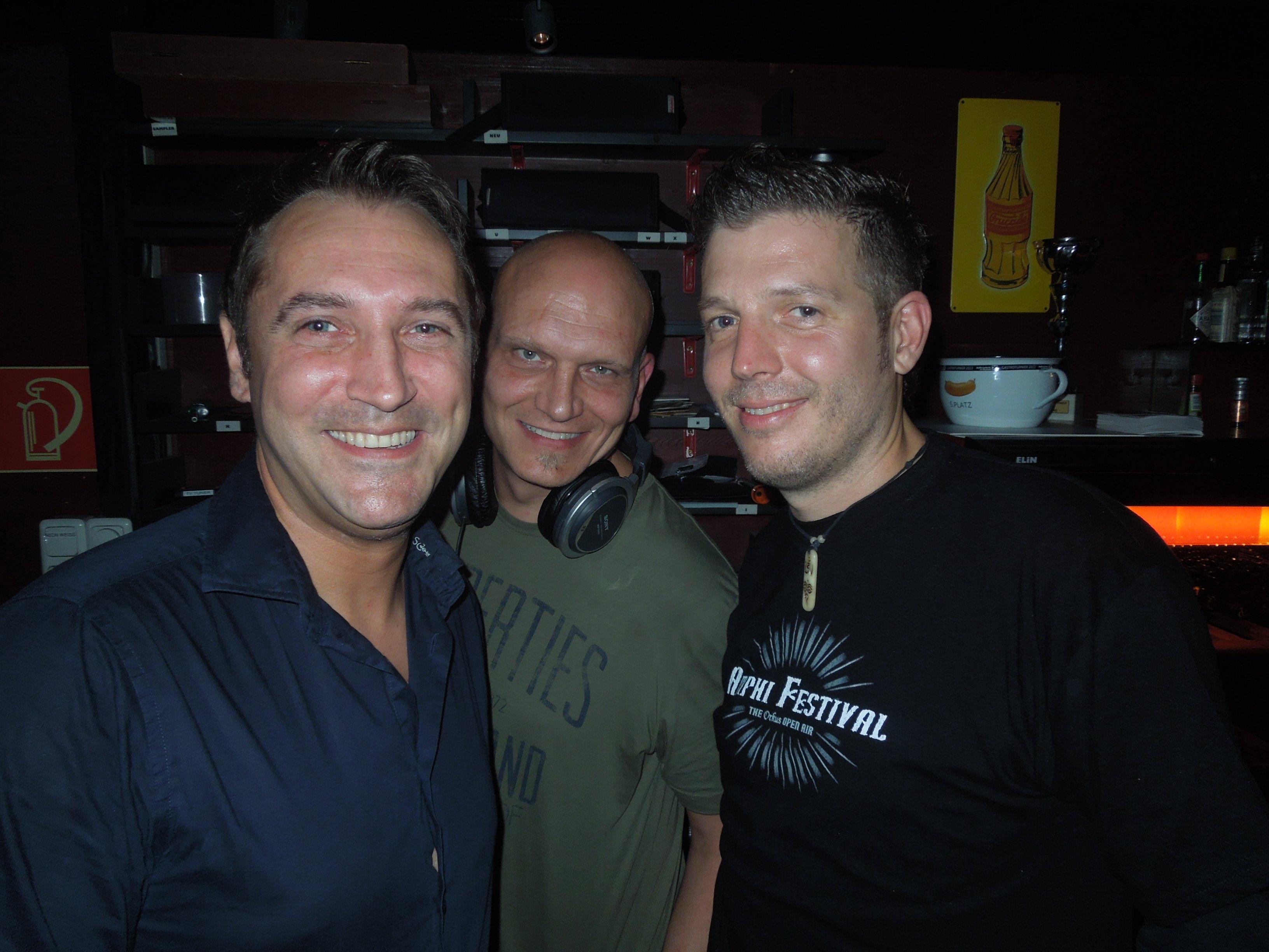 Die pop & wave-Crew freut sich wieder auf eine weitere legendäre Partynacht im Spielboden.