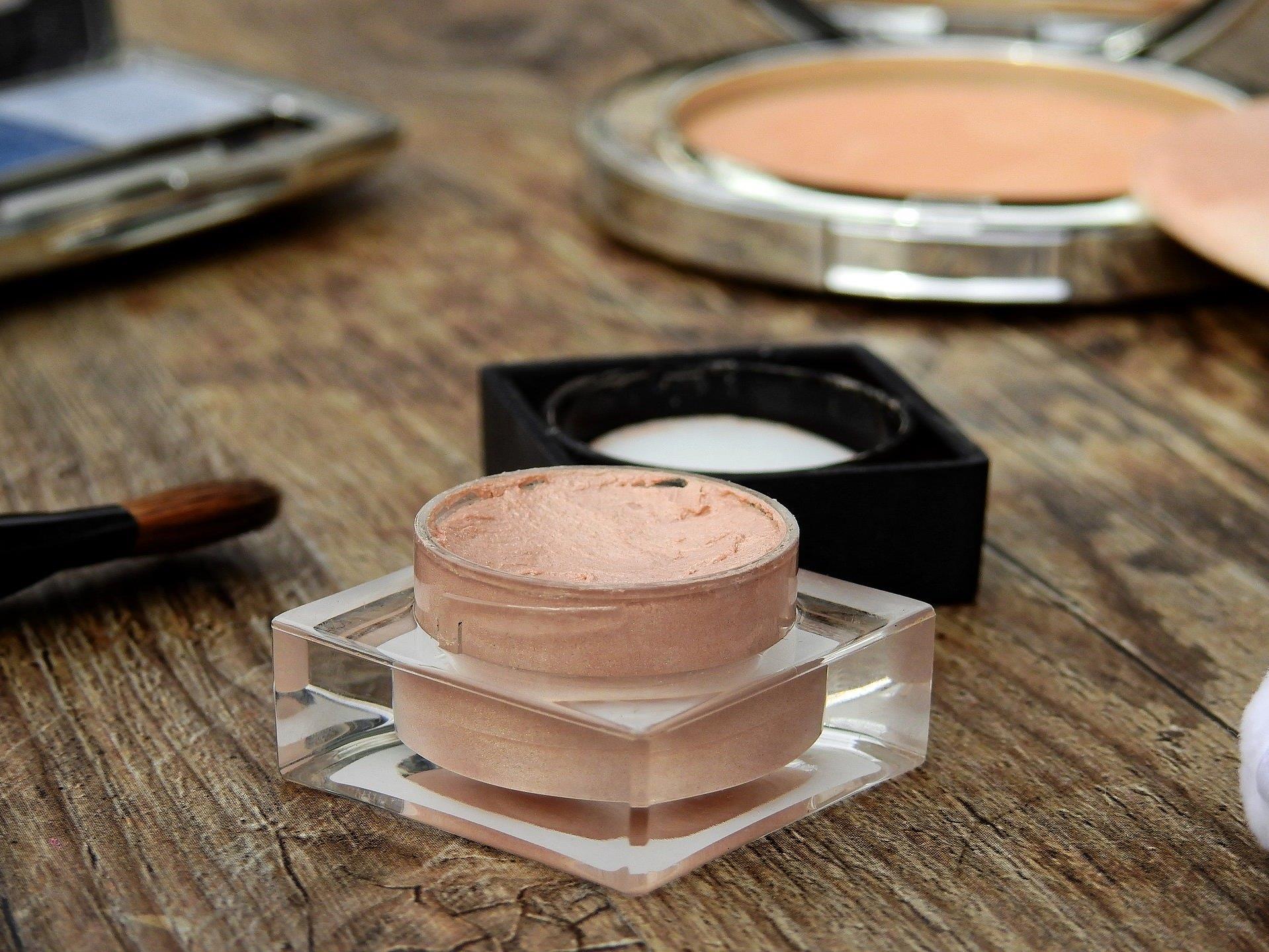 In Kosmetik-Produkte können gefährliche, manchmal sogar krebserregende, Stoffe enthalten sein.