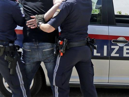 Der Betrunkene wurde festgenommen.