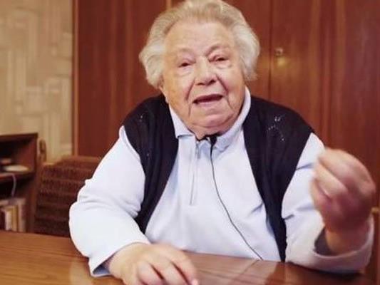 """Kritik an Werbepreis für """"Frau Gertrude""""."""
