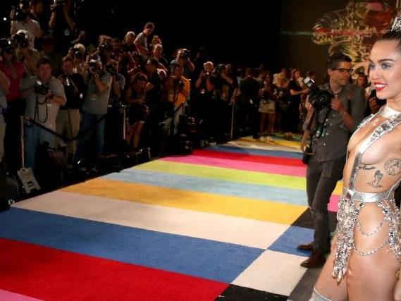 Miley Cyrus ist für ihre freizügigen Outfits bekannt.
