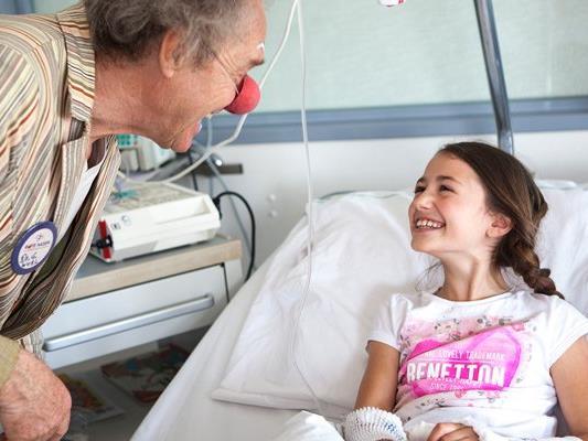 Die Clowndoctors sorgen für Lachen und Zuversicht im Spital.