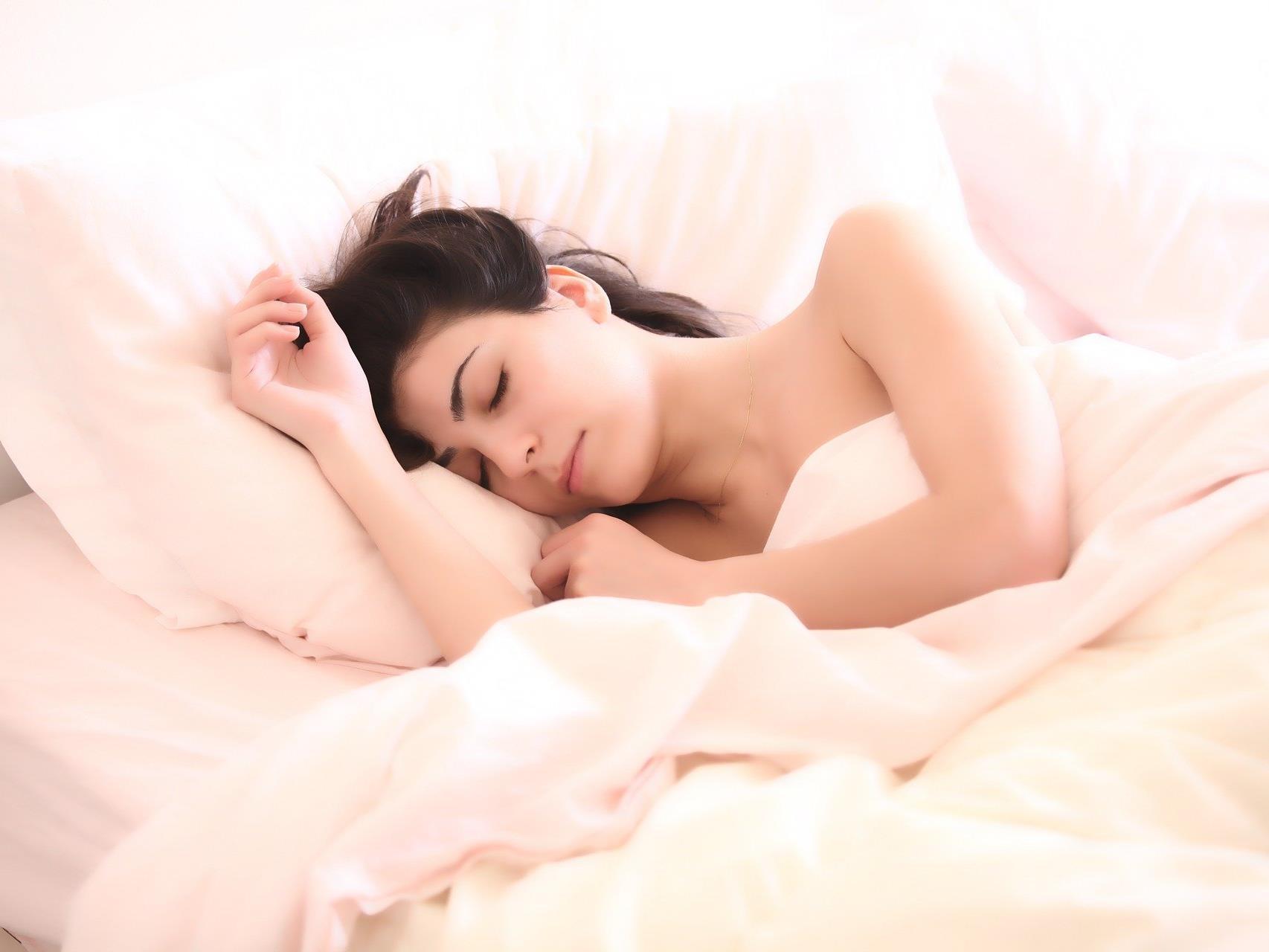 Auch mit wenigen Stunden Schlaf kann man sich fit fühlen.