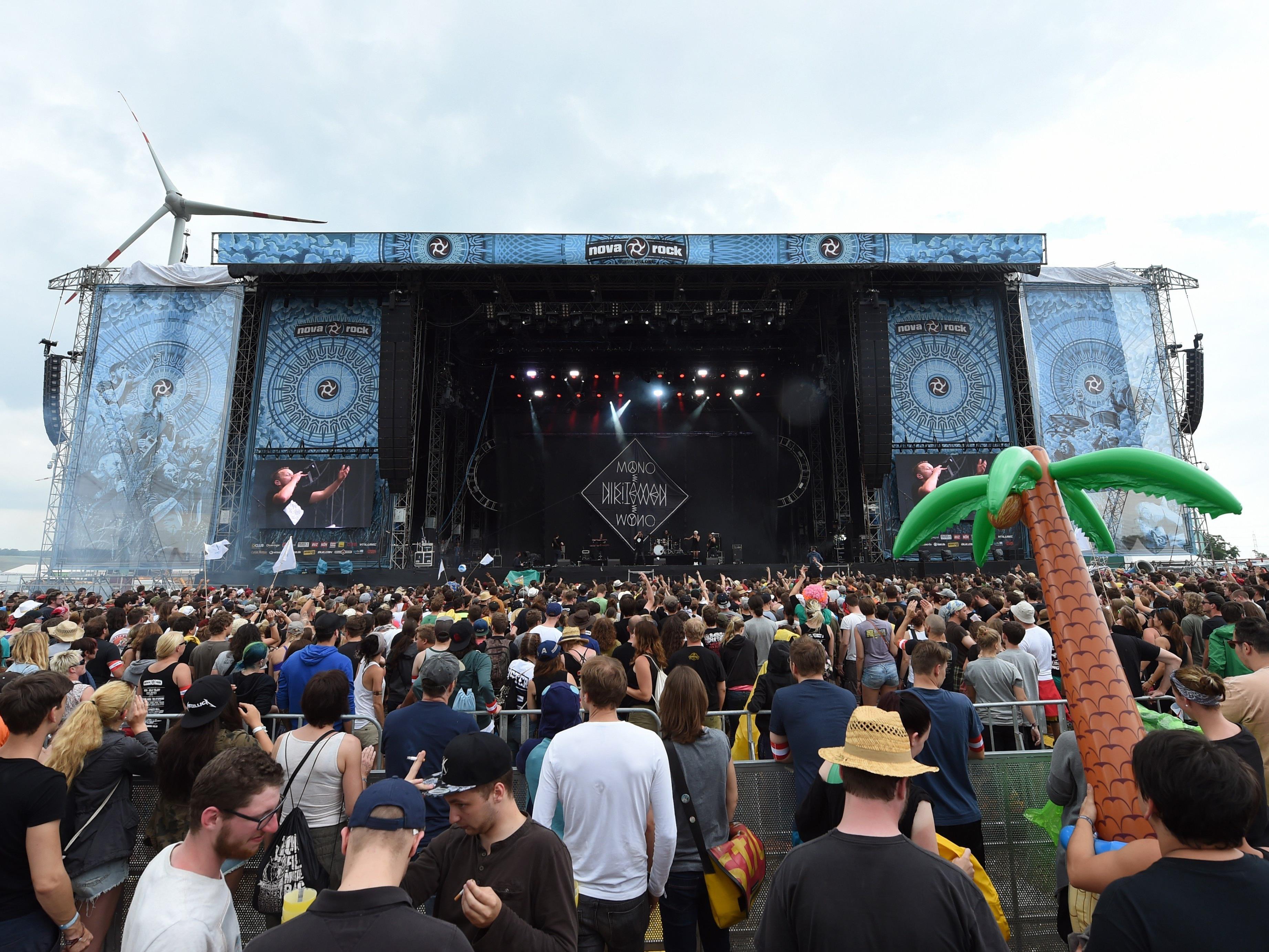 Festival-Besucher können durch Preisvergleiche zum Teil viel Geld sparen.