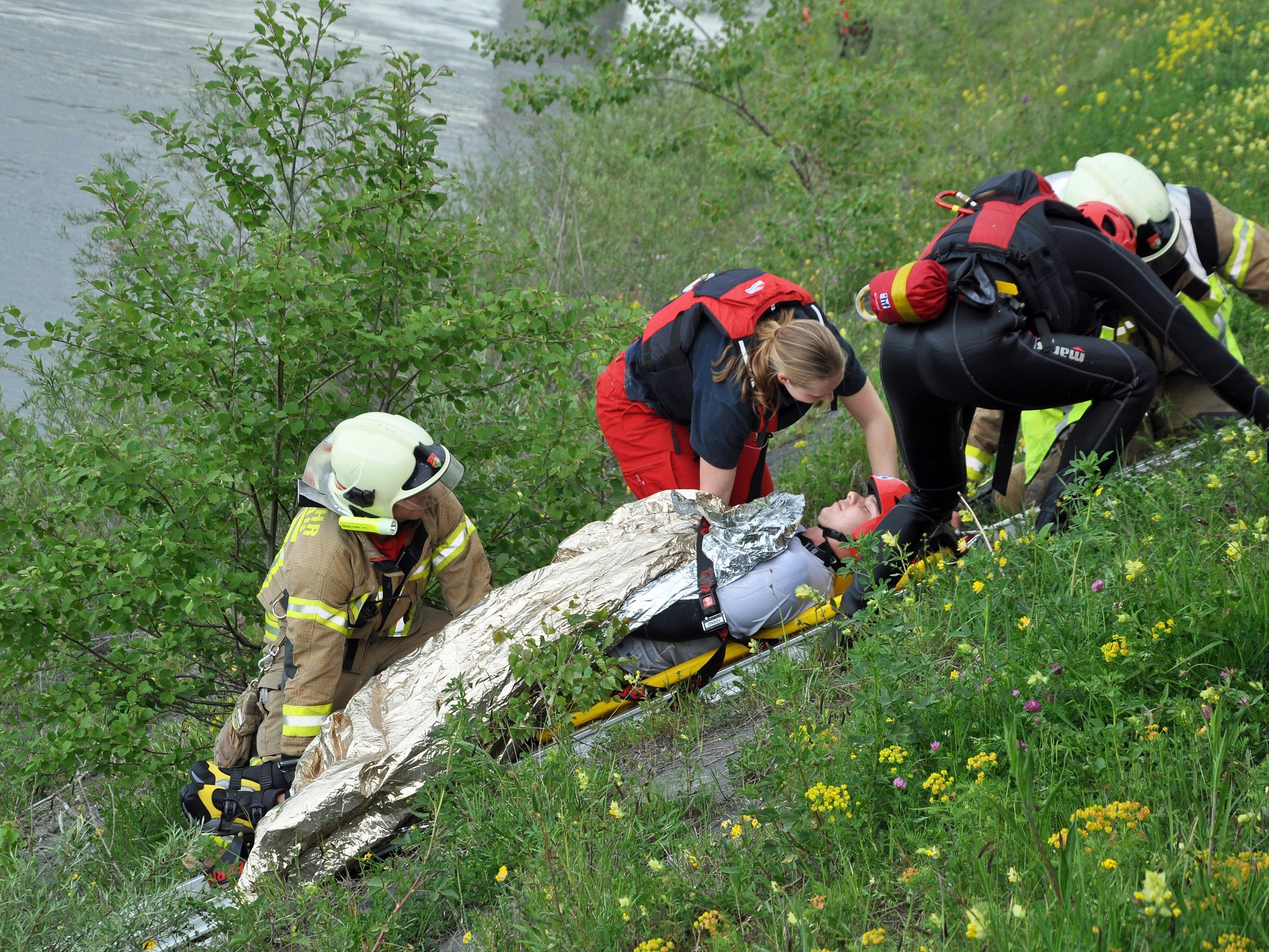 Vorführungen der Einsatzkräfte gehörten zum Programm beim Trinationalen Wasserwehrtag in Lustenau.