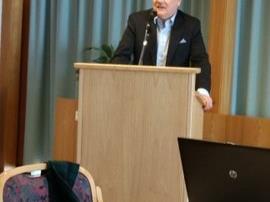 Dr, Scheffknecht bei seinem Vortrag