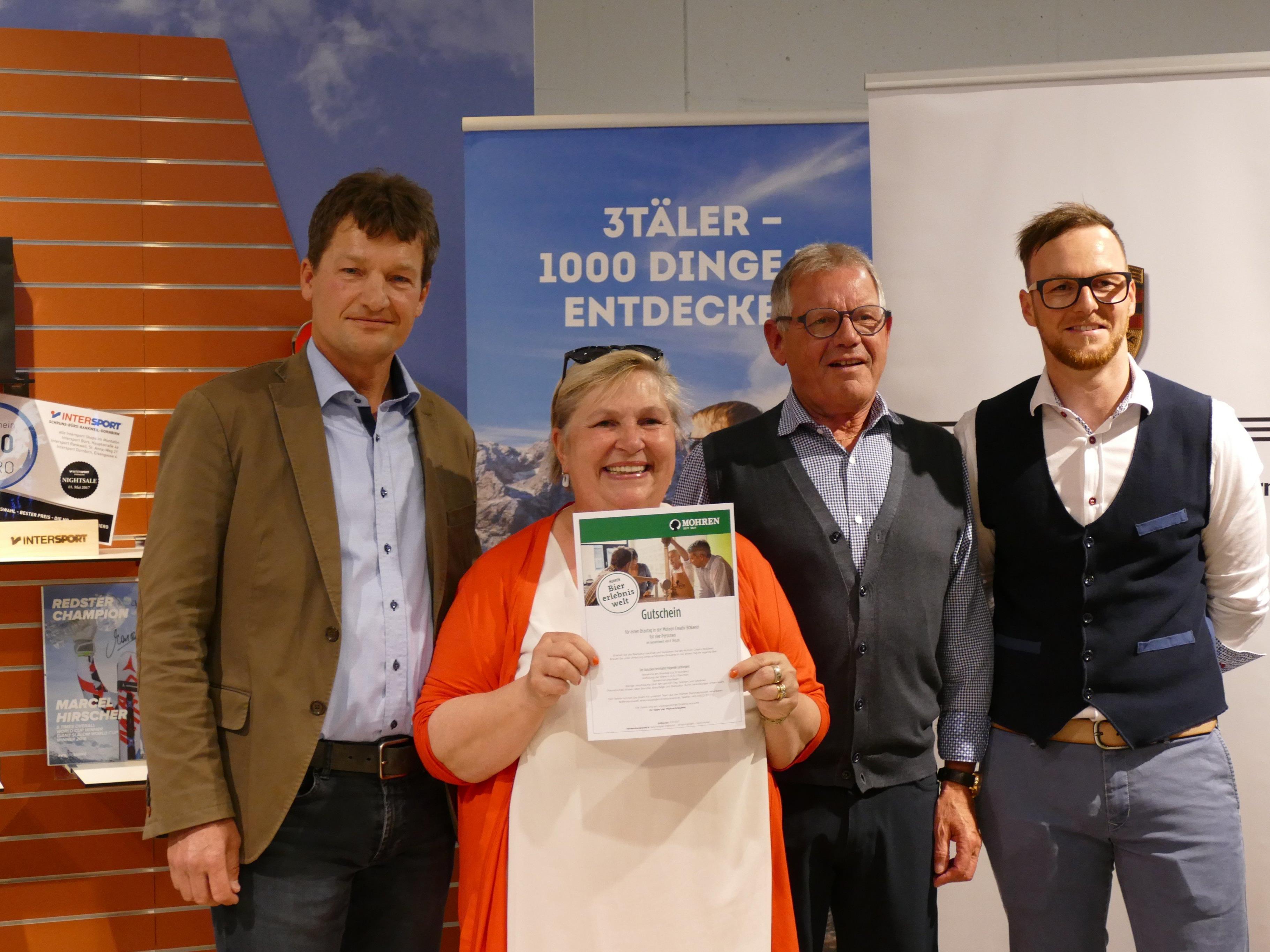 Bierbrautag-Gewinnerin Francoise Paszek mit Heinz Huber, Erhard Fischer und Alexander Borg.