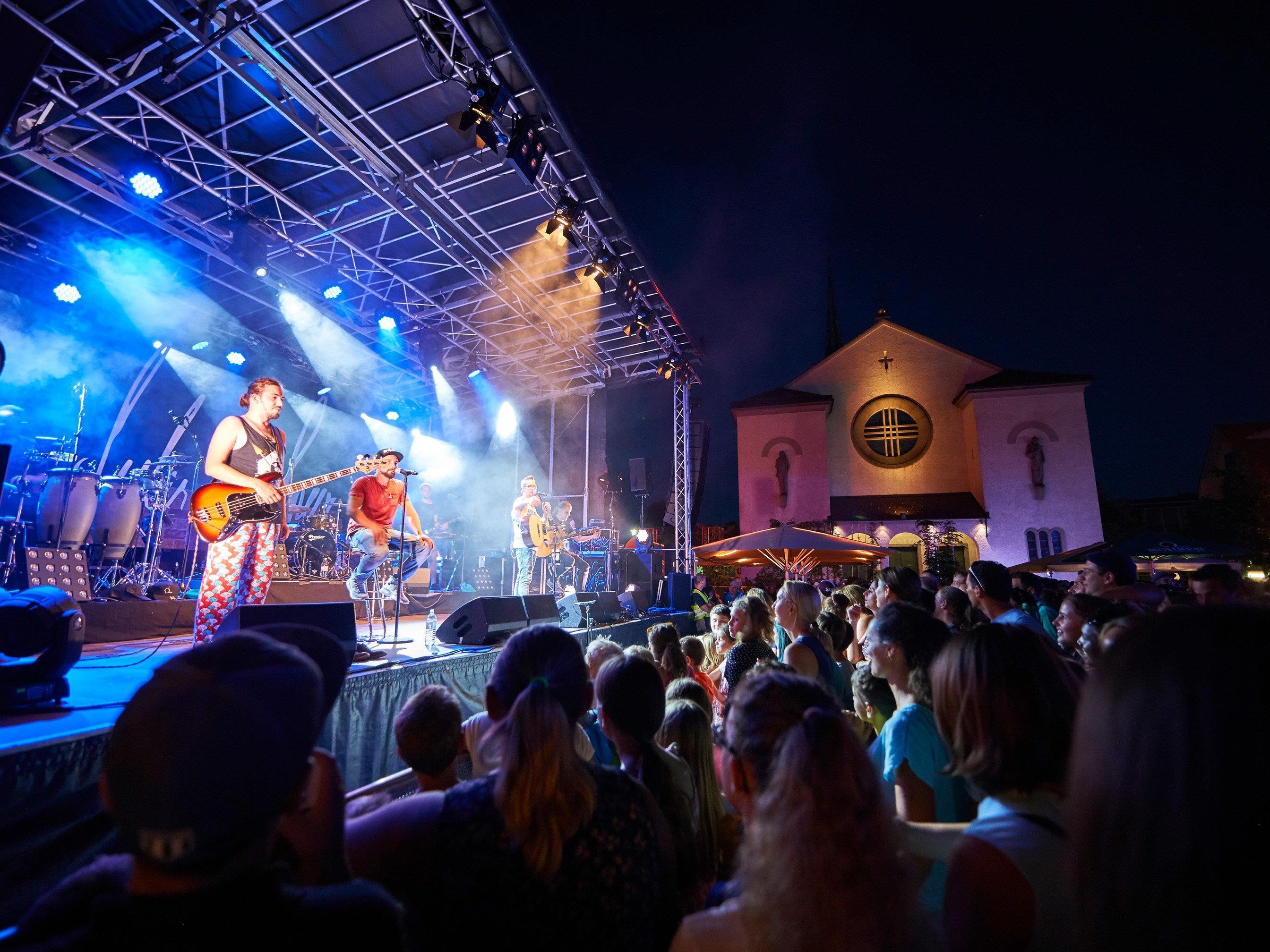 Auf dem Kirchplatz wartet wieder ein sensationeller Musiksommer