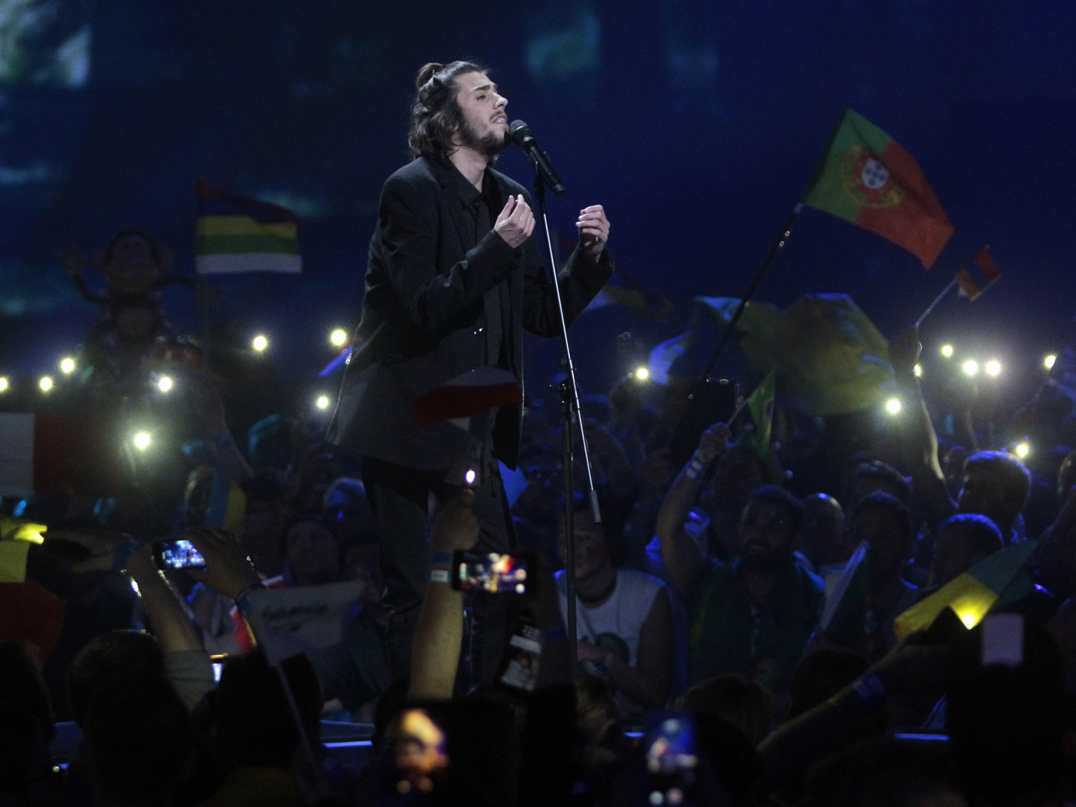 Salvador Sobral gewinnt für Portugal den Eurovision Song Contest 2017.