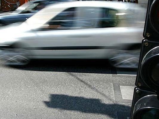 Eine Pkw-Lenkerin führte ein Kind nieder und beging Fahrerflucht