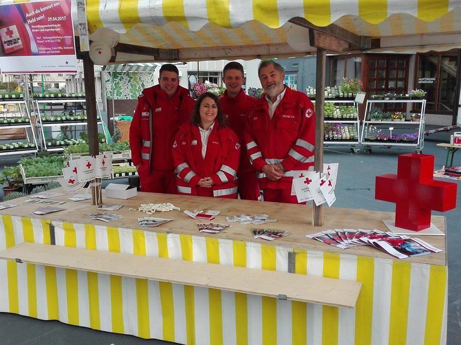 Das Rote Kreuz Lustenau ist einmal im Monat mit einem Stand am Lustenauer Markt vertreten