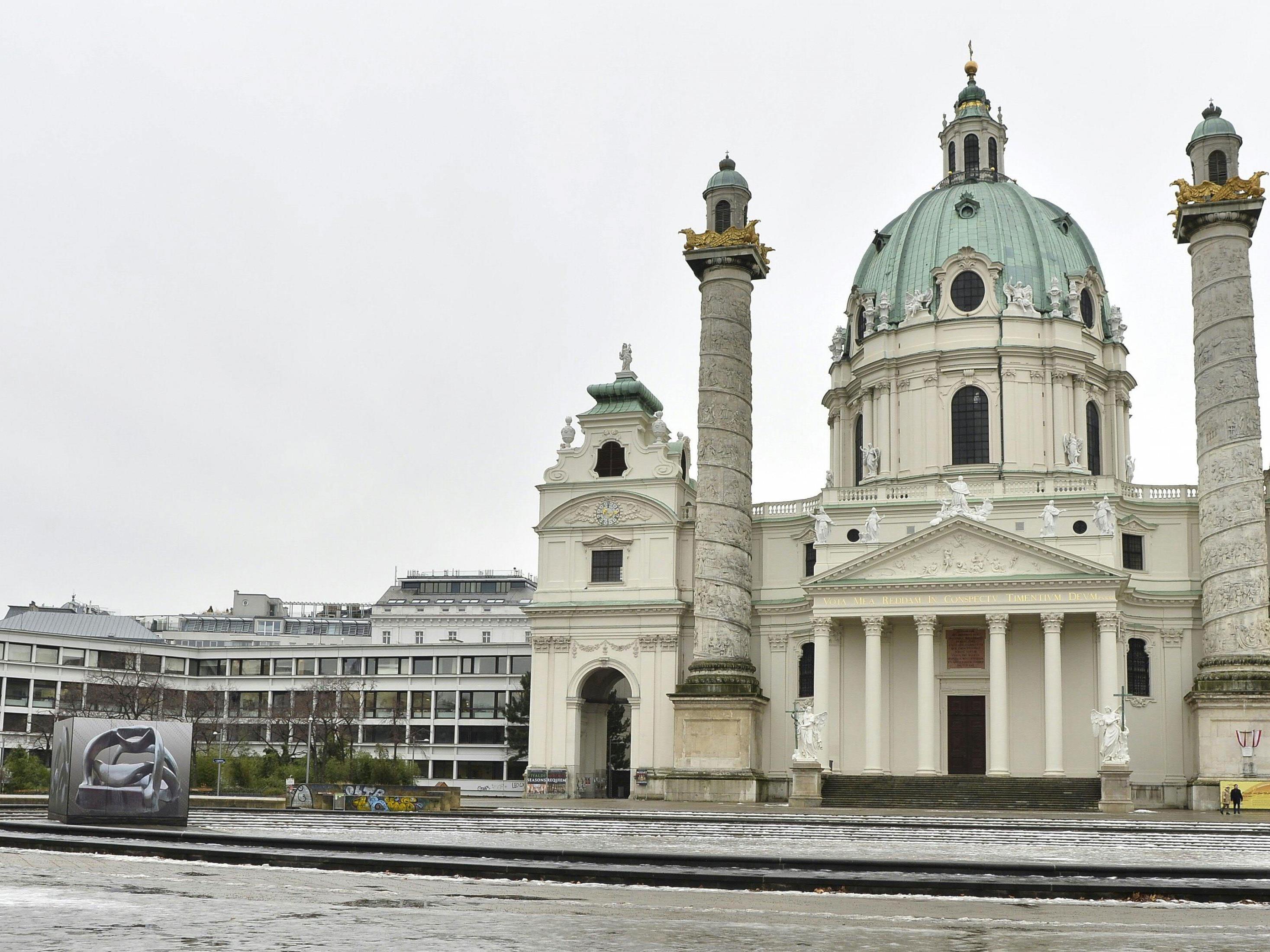Vor der Karlskirche findet das Karlsfest statt