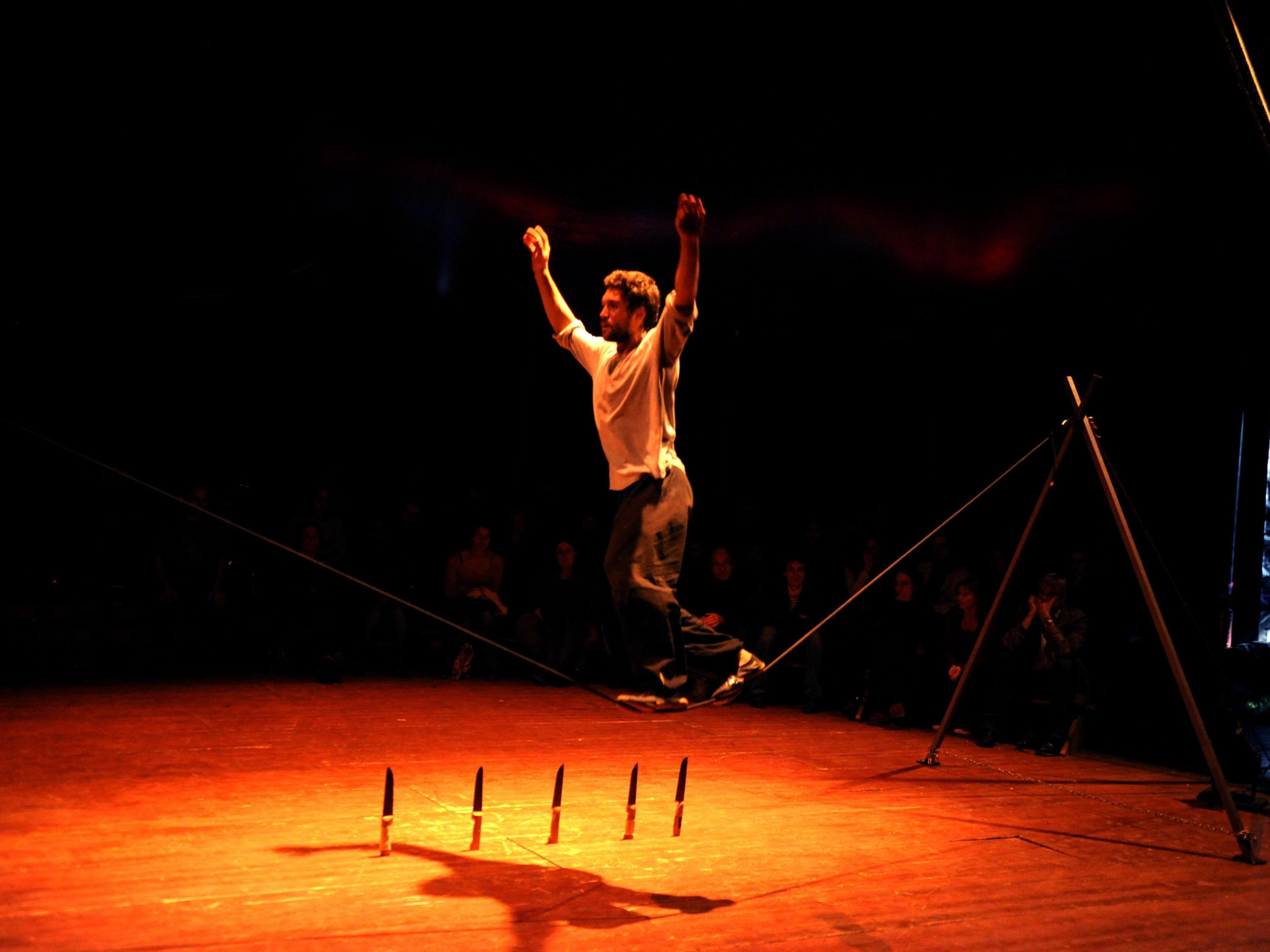 Manege frei für pure Zirkuskunst aus Frankreich heißt es ab dieser Woche im Lustenauer Freudenhaus.