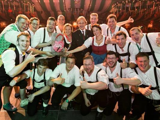 So sehen Sieger aus: Die Vorjahresgewinner, Blaskapelle MarchViertel, sorgten 2016 im Gösser-Zelt für Stimmung.
