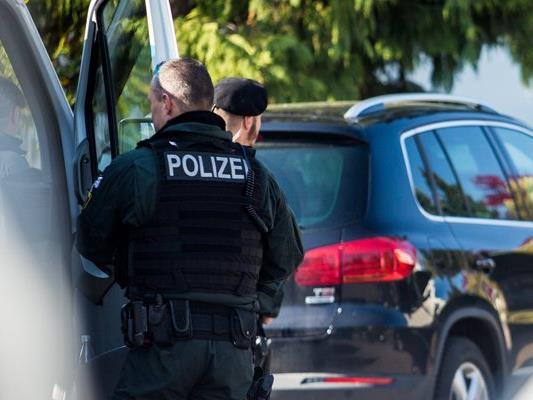 Im nordrhein-westfälischen Arnsberg wurden die Leichen einer Mutter und ihrer beiden Töchter entdeckt.