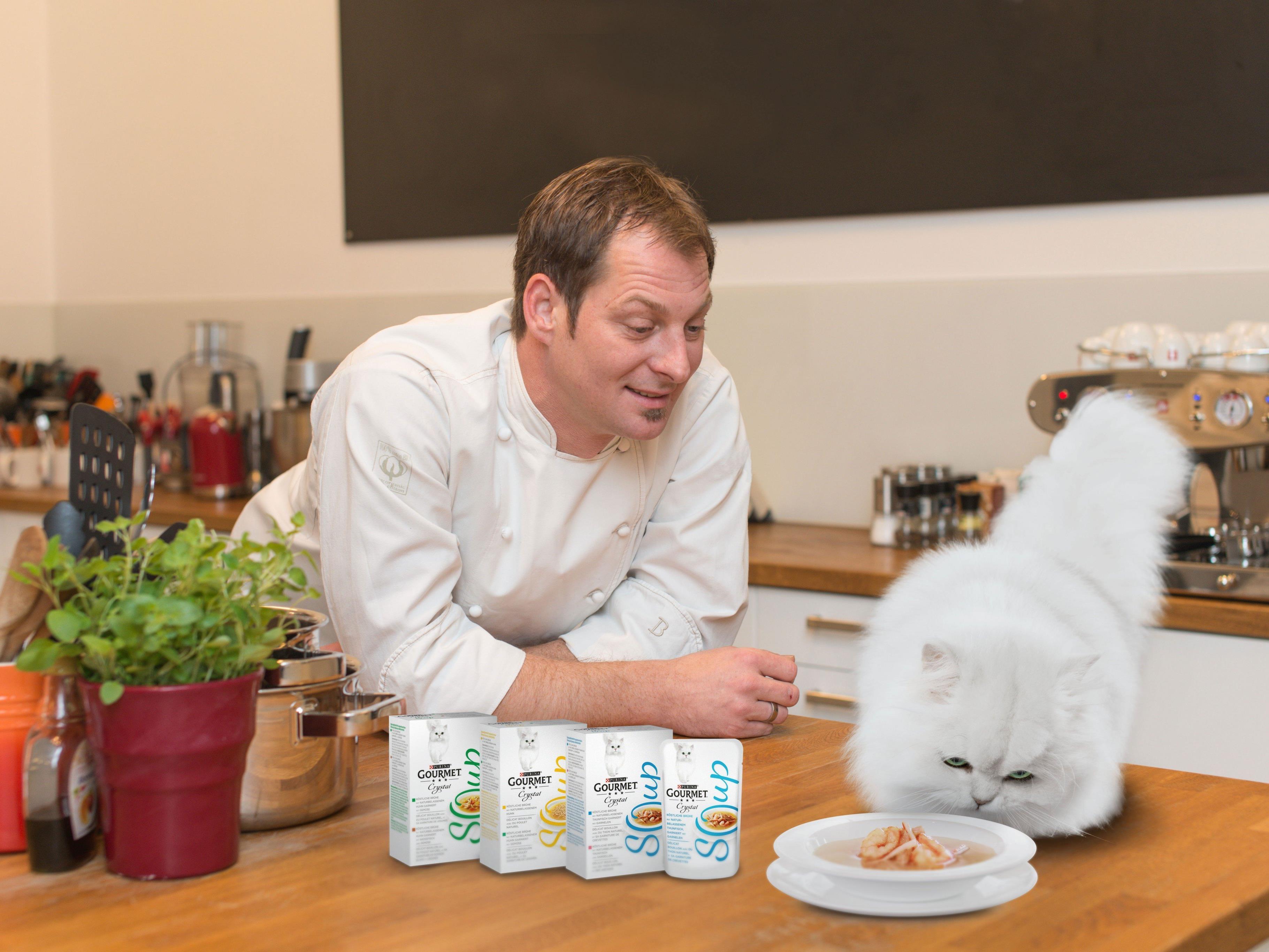 Eine absolute Innovation für Katzen sind die neuen GOURMET Crystal Suppen