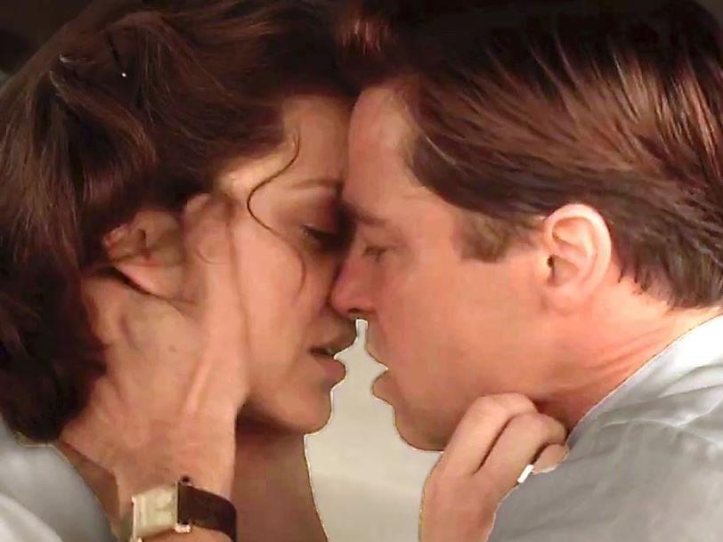"""Szene aus dem Film """"Allied"""" mit Marion Cotillard und Brad Pitt."""