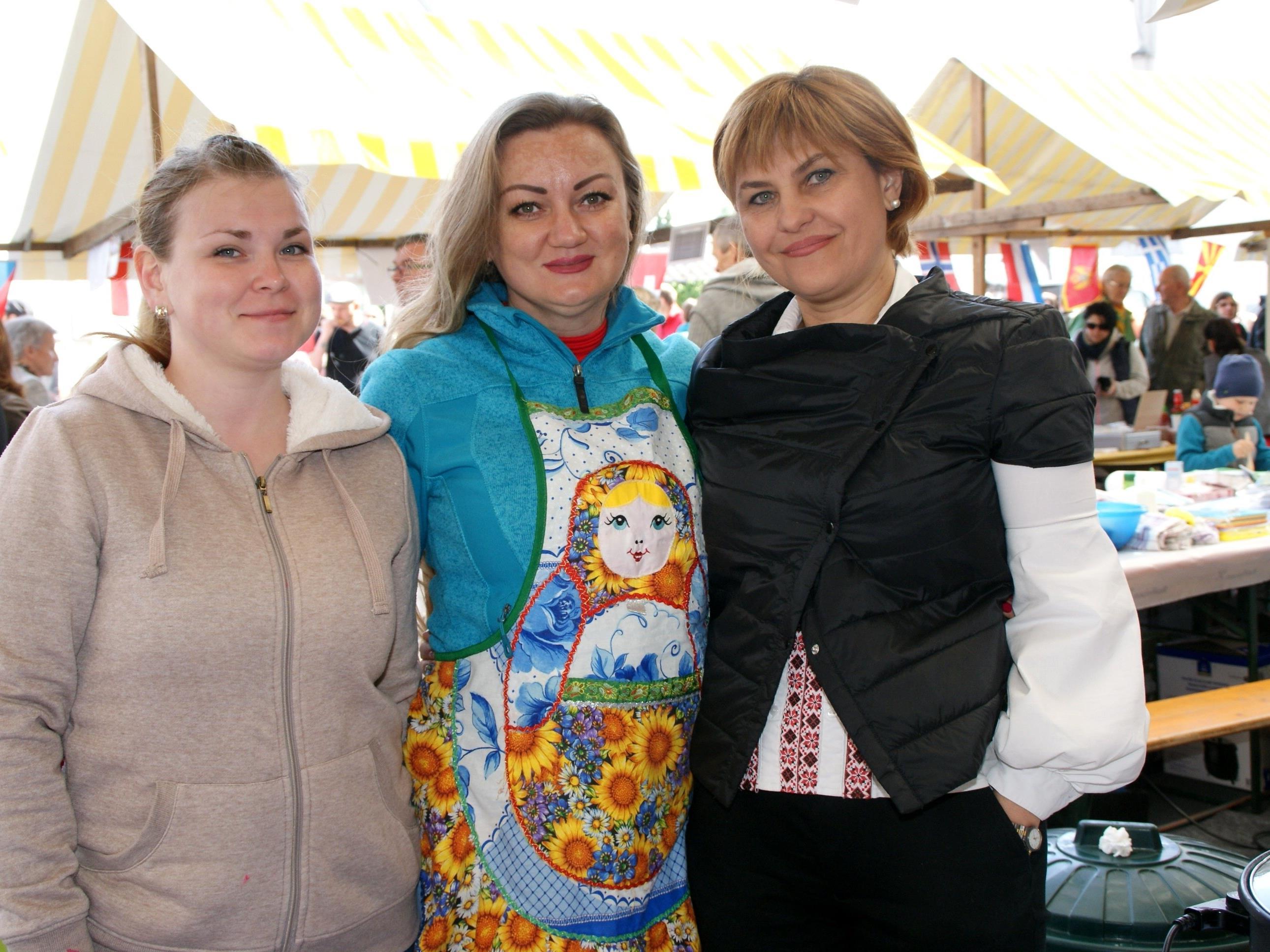 Standbetreiber aus aller Herren Länder verwöhnten die Gäste am Markt.