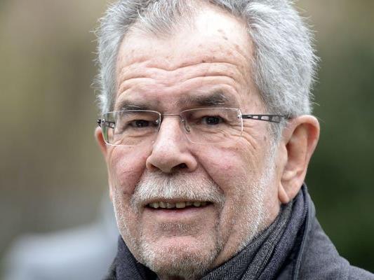 Van der Bellen besuchte Caritas-Schule - und kommentierte Kurz nicht